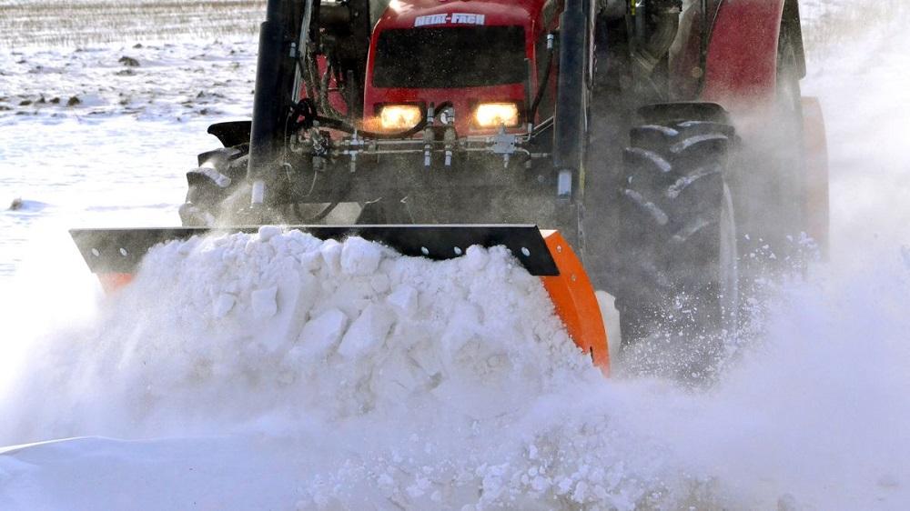 минитрактор с отвалом для уборки снега